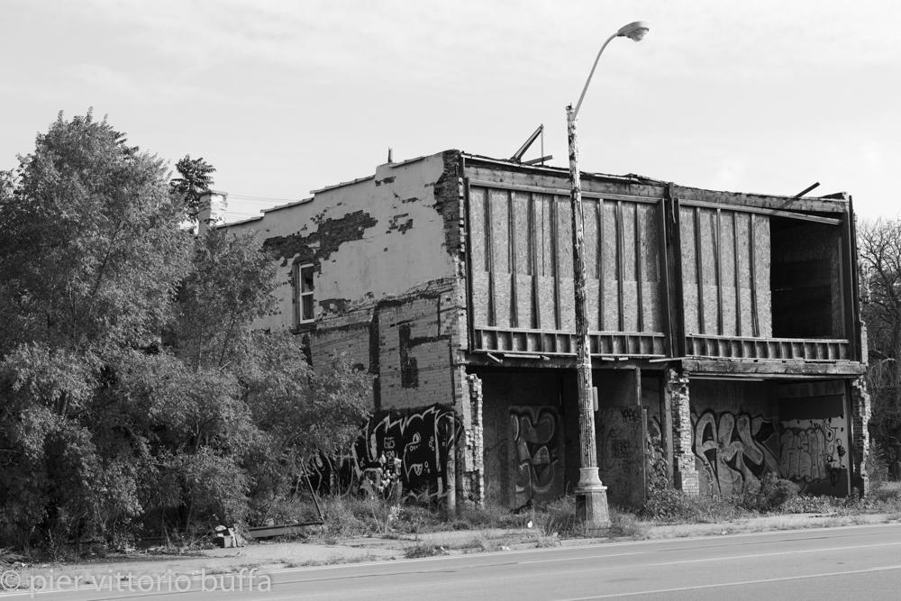 Le case abbandonate di detroit for Seminterrato di case abbandonate